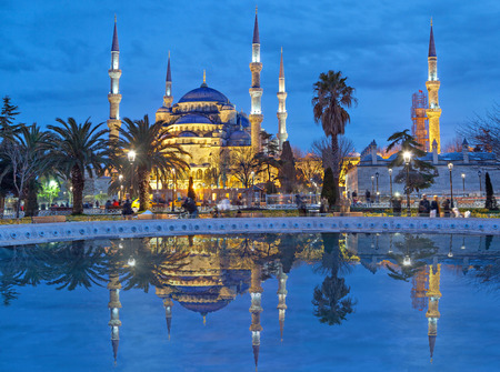 夕方には、トルコのイスタンブール スルタンアフメット モスク (ブルーモスク)