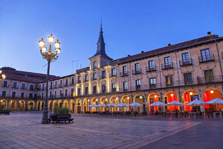 exterior shape: Plaza Mayor in the evening, Leon, Spain