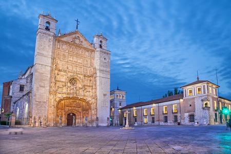 バリャド リードのスペインのプラザ ・ デ ・ サン パブロのサン ・ パブロ教会 写真素材