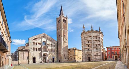 ドゥオーモ大聖堂と洗礼堂、パルマ、エミリア = ロマーニャ州、イタリアのパノラマ
