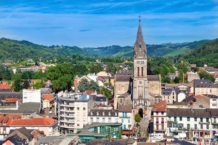 sacre coeur: Vue aérienne sur l'église du Sacré-C?ur de Lourdes, Hautes-Pyrénées, France