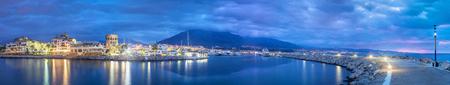 夕暮れ時、アンダルシア、Spaim プエルト バヌースからマルベージャのパノラマ 写真素材