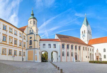 freising: Buildings on the square in front of Freising Cathedral, Freising, Bavaria, Germany