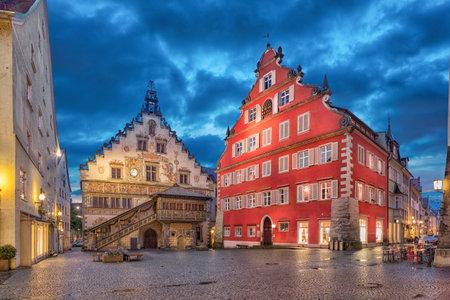 夕方には、リンダウ, ババリア, ドイツの古い市庁舎 (Altes Rathaus) を構築