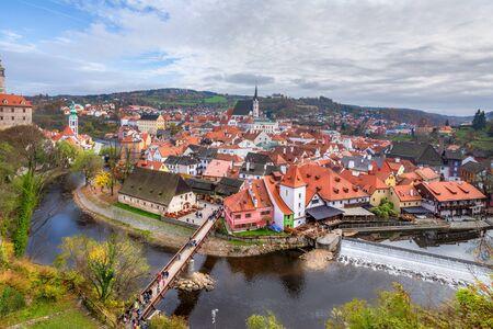 View of Cesky Krumlov, Czech republic. Autumn cityscape with bend of Vltava river 版權商用圖片