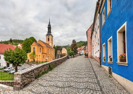 Srebrna Gora, Poland. Apostles St. Peter and Paul Church and colorful old houses Standard-Bild