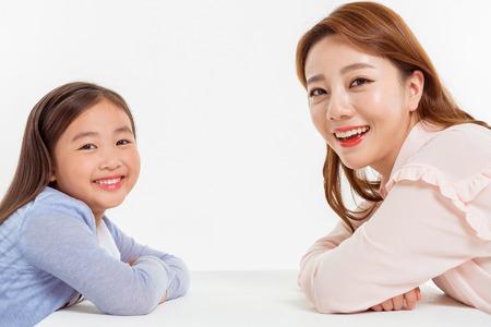 Portrait de famille asiatique / isolé sur blanc Banque d'images