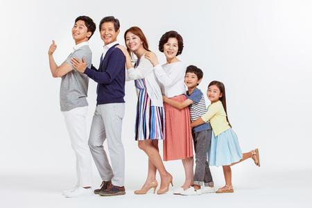 Portret szczęśliwy Azji rodziny