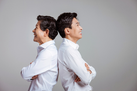Portrait der glücklichen asiatischen Familie Standard-Bild - 70604386