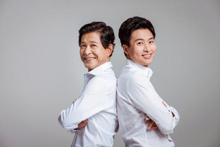 Portrait der glücklichen asiatischen Familie Standard-Bild - 70604401