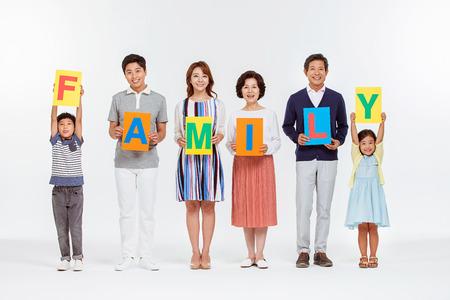 Retrato de la familia asiática feliz