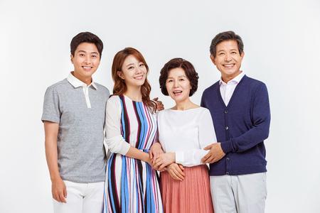 Portrait der glücklichen asiatischen Familie Standard-Bild - 70604407