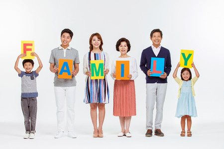 행복한 아시아계 가족의 초상화 스톡 콘텐츠