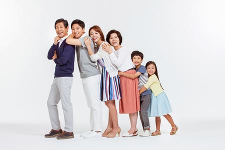 Portrait de famille heureuse asiatique