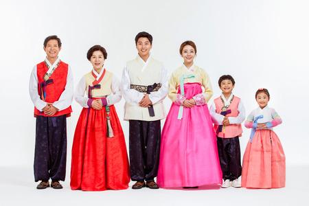 韓服、韓国伝統服でアジアの 3 世代家族の肖像 写真素材