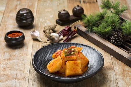 Comida tradicional coreana - Kimchi (rábano fermentado / en vinagre, cocina asiática)