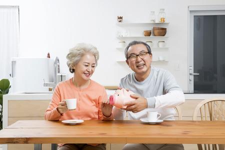 アジアの高齢者、シニアのライフ スタイル