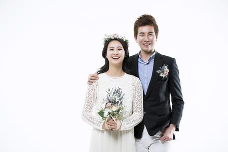 Joven pareja romántica de Asia - aislados en blanco Foto de archivo - 67318165