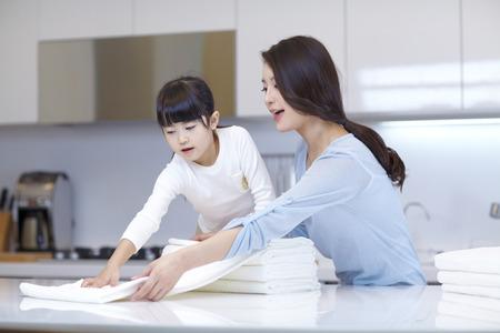 Moeder en dochter's wassertijd