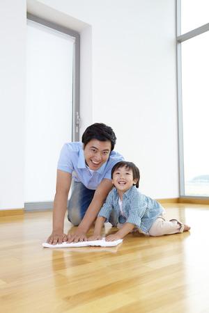 Padre e hijo limpieza Juntos
