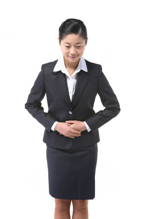 アジアのビジネス女性が白で隔離 - スタジオでポーズ