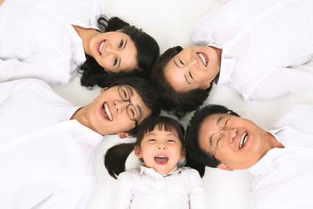 -スタジオで家族の 3 世代は、白で隔離 写真素材