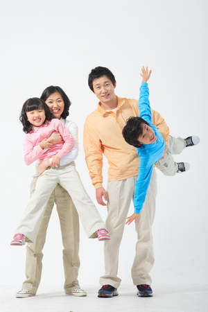 Asian couple with a little boy and girl - isolated on white 版權商用圖片