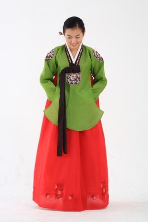 전통적인 의류 - 화이트 고립 된 젊은 한국 여자