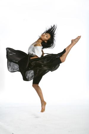 아름 다운 아시아 여성 현대 댄서 - 화이트 절연