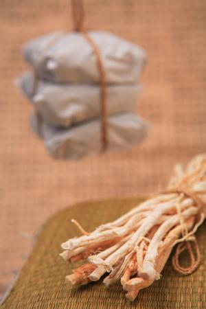 ahorcada: Packaged Korean Medicine and ingredients Foto de archivo