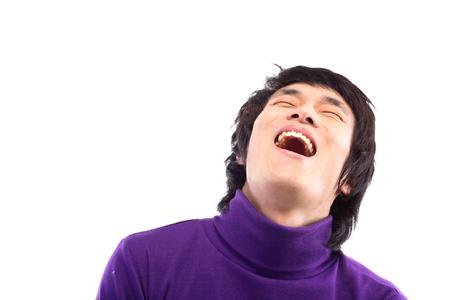 20 代の男の笑い顔のショットを閉じる