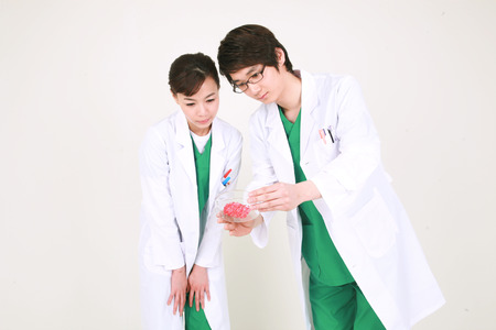 petri dish: A couple of surgeon looking at a chalet together Stock Photo