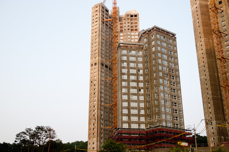 Korean apartment buildings construction siteKorean apartment buildings construction siteKorean apartment buildings construction site 新聞圖片