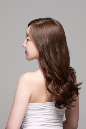 美しいアジアの女性、美容スキンケアのショットを閉じるコンセプトを作る 写真素材