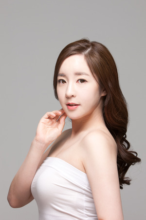 Close-up shot van mooie Aziatische vrouw, schoonheid huidverzorging  make-up concept