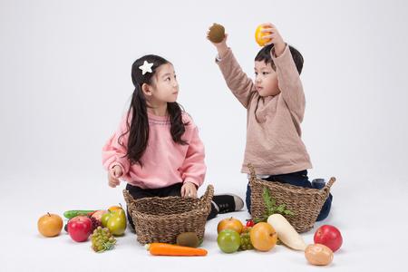 asian-girl-posing-with-food