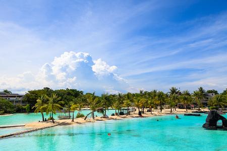 세부 섬 - 청록색 바닷물이있는 모래 해변의 풍경 스톡 콘텐츠
