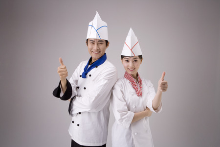 Male and female chef/cook posing in a studio together 版權商用圖片 - 85877500