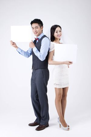 Asian new married couple with white board isolated on white 免版税图像
