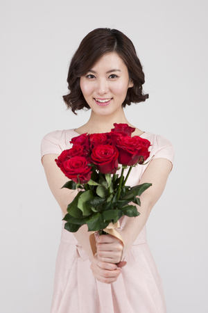 Asian young woman with bouquet isolated on white Banco de Imagens