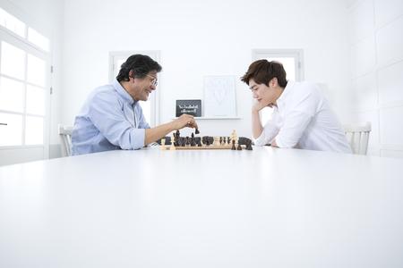 아시아 아버지와 아들 체스