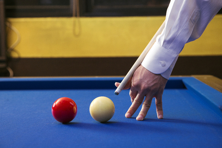 Play billiards on the pool table. 012