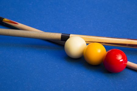 Play billiards on the pool table. 021