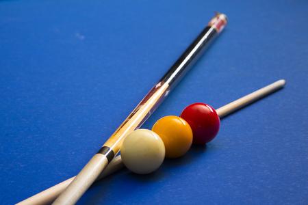 Play billiards on the pool table. 066 版權商用圖片