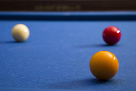 Play billiards on the pool table. 037 版權商用圖片