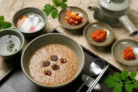 Korean food collection photo_Solomons seal Porridge, brown gruel with jujube decoration 1 Stock Photo