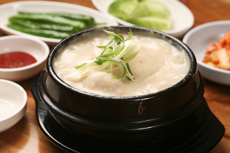 Korean cuisine Samgaetang, ginseng chicken soup with perilla seeds Stock Photo