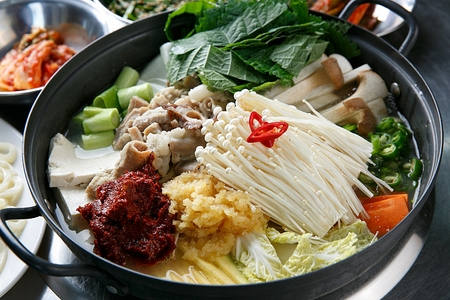 Beef tripe hot pot, Korean cuisine Gopchang Jeongol 版權商用圖片
