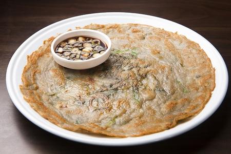 Potato pancakes, Korean cuisine Jeon 스톡 콘텐츠