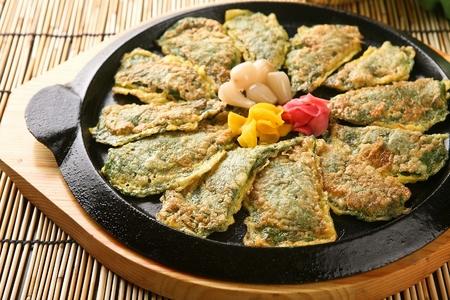 Sesame leaf pancakes, Korean cuisine Jeon 스톡 콘텐츠